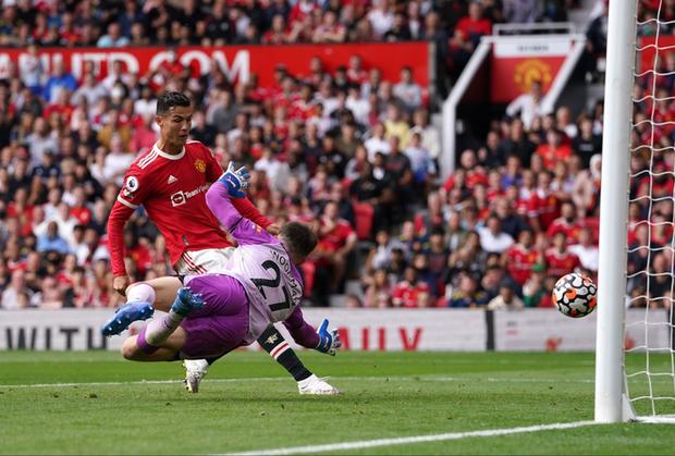 Ảnh cận cảnh Ronaldo ghi bàn ngay ở trận ra mắt MU - Ảnh 4.