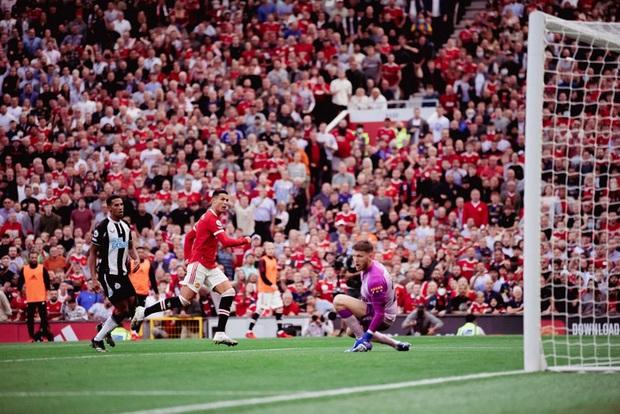 Ảnh cận cảnh: Ronaldo di chuyển khôn khéo, sút qua háng thủ môn ghi bàn thứ hai cho MU - Ảnh 5.