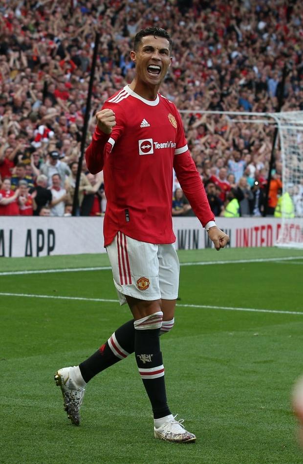 Ảnh cận cảnh: Ronaldo di chuyển khôn khéo, sút qua háng thủ môn ghi bàn thứ hai cho MU - Ảnh 8.