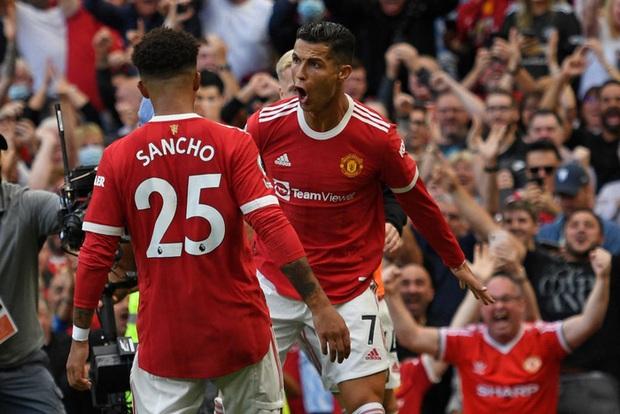 Ảnh cận cảnh: Ronaldo di chuyển khôn khéo, sút qua háng thủ môn ghi bàn thứ hai cho MU - Ảnh 9.