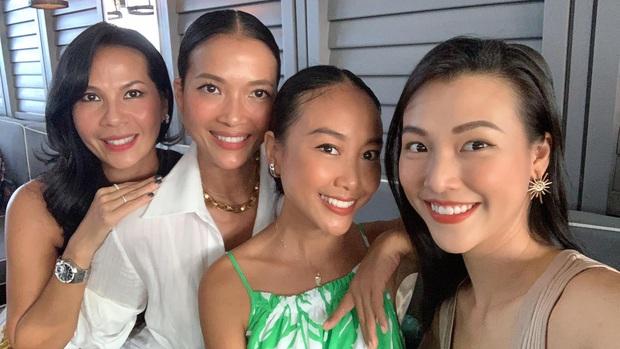 Dàn mẹ bỉm hot đọ sắc ở Singapore: Hoàng Oanh khoe dáng gợi cảm hậu ồn ào, Thu Minh - Đoan Trang bất phân thắng bại - Ảnh 5.