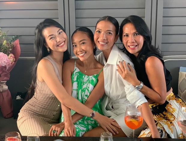 Dàn mẹ bỉm hot đọ sắc ở Singapore: Hoàng Oanh khoe dáng gợi cảm hậu ồn ào, Thu Minh - Đoan Trang bất phân thắng bại - Ảnh 3.