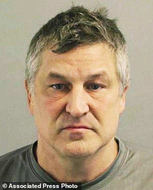 Nhận án tù 10 năm vì sử dụng kim tiêm chứa đầy tinh dịch rồi đi chích vào mông người lạ ở siêu thị - Ảnh 2.