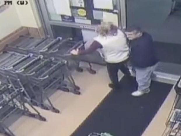 Nhận án tù 10 năm vì sử dụng kim tiêm chứa đầy tinh dịch rồi đi chích vào mông người lạ ở siêu thị - Ảnh 3.