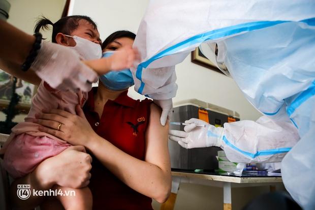 TP.HCM: Thăm khám và tiêm vaccine tận nhà cho thai phụ và người già yếu, di chuyển khó khăn - Ảnh 3.