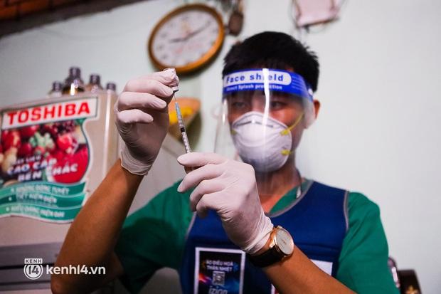 TP.HCM: Thăm khám và tiêm vaccine tận nhà cho thai phụ và người già yếu, di chuyển khó khăn - Ảnh 4.