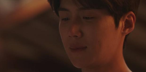 Vừa bị Shin Min Ah cạch mặt, Kim Seon Ho đã lộ bí mật có vợ con ở Hometown Cha-Cha-Cha tập 6? - Ảnh 3.