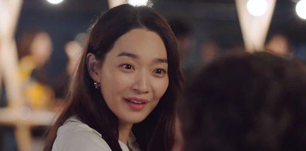Vừa bị Shin Min Ah cạch mặt, Kim Seon Ho đã lộ bí mật có vợ con ở Hometown Cha-Cha-Cha tập 6? - Ảnh 8.