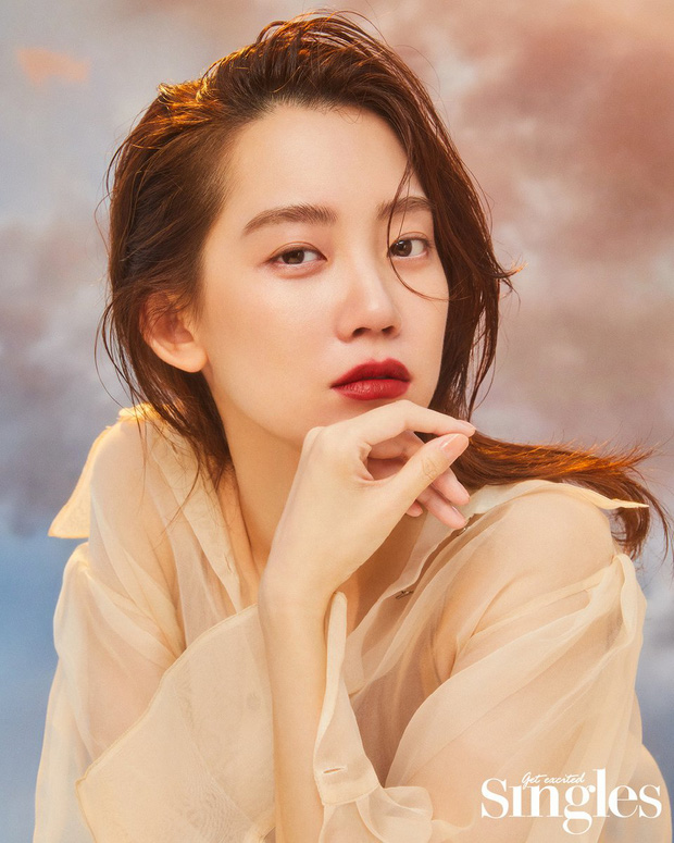 Nàng Đông Shin Hyun Bin của Hospital Playlist: Tắc kè hoa ẩn mình của điện ảnh Hàn, style ngoài đời đẹp mê mẩn khác hẳn trên phim! - Ảnh 1.