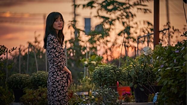 Nàng Đông Shin Hyun Bin của Hospital Playlist: Tắc kè hoa ẩn mình của điện ảnh Hàn, style ngoài đời đẹp mê mẩn khác hẳn trên phim! - Ảnh 11.