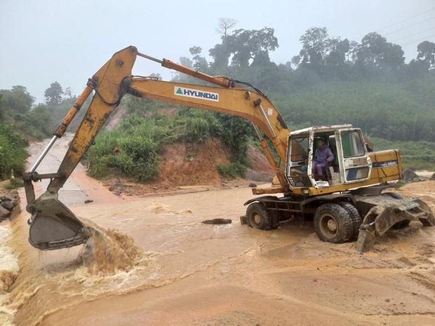 Mưa lớn, Quảng Nam sơ tán hàng ngàn người dân đề phòng sạt lở - Ảnh 2.