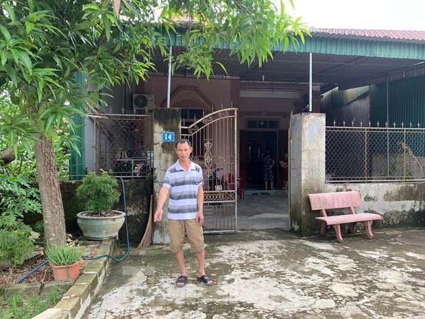 Mất 2 người con trai, vợ chồng hạnh phúc nhận nuôi bé gái bị bỏ rơi trước cổng nhà - Ảnh 2.