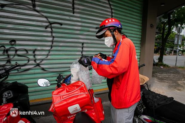 Sài Gòn cho hàng ăn uống mở bán đem về: Chị bán chè sướng run vì bán được 200 ly/ ngày, Như Lan hốt bạc nhờ bán bánh Trung thu - Ảnh 24.
