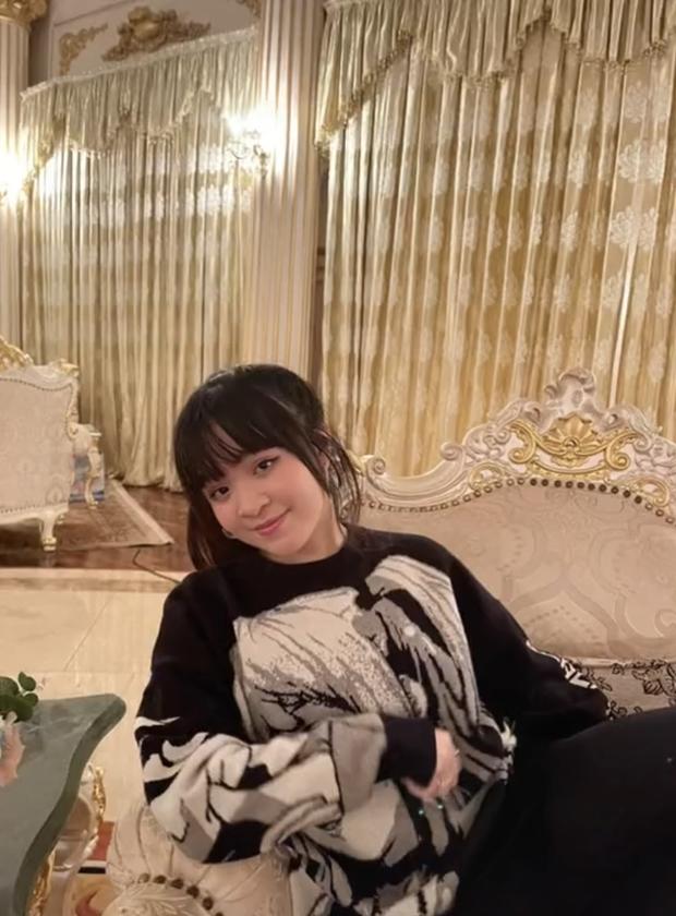Nhan sắc tuổi 15 của ái nữ bà trùm khu du lịch Đại Nam: Lột xác nhờ giảm cân, khí chất cô chủ ngút trời!  - Ảnh 3.
