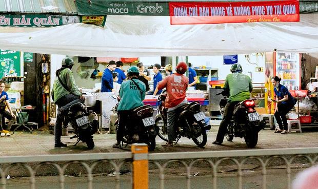 Sài Gòn: Ứng dụng đặt đồ ăn - thức uống hoạt động trở lại, điều khiến dân mạng quan tâm nhất chính là… phí ship? - Ảnh 1.