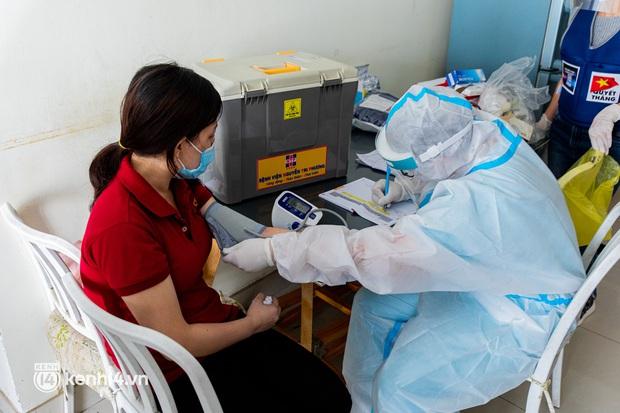 TP.HCM: Thăm khám và tiêm vaccine tận nhà cho thai phụ và người già yếu, di chuyển khó khăn - Ảnh 2.