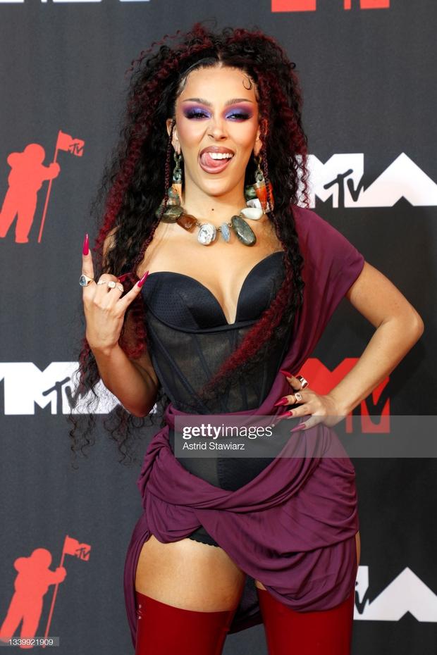 """Siêu thảm đỏ VMAs 2021: Olivia Rodrigo ngực khủng đè bẹp Camila Cabello """"dừ chát"""", Megan Fox mặc như không dẫn đầu dàn mỹ nhân phô da thịt - Ảnh 20."""