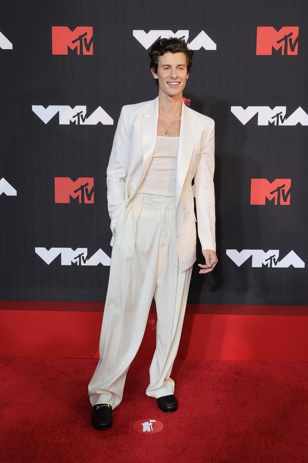 """Siêu thảm đỏ VMAs 2021: Olivia Rodrigo ngực khủng đè bẹp Camila Cabello """"dừ chát"""", Megan Fox mặc như không dẫn đầu dàn mỹ nhân phô da thịt - Ảnh 24."""