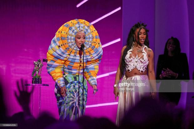 Nữ rapper vô duyên nhất MTV VMAs 2021: Lên đồ lồng lộn cả tiếng đồng hồ, cuối cùng đi trễ thảm đỏ đóng cửa! - Ảnh 5.
