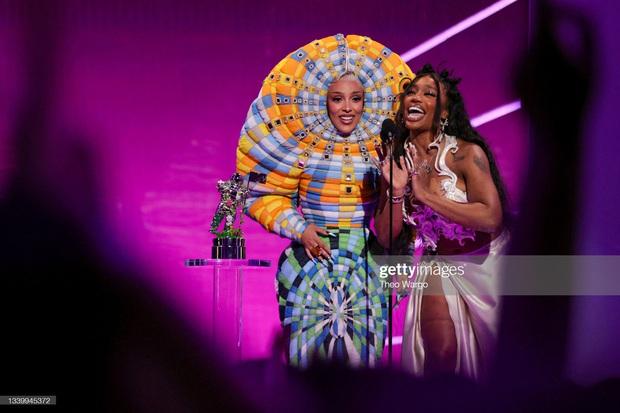 Nữ rapper vô duyên nhất MTV VMAs 2021: Lên đồ lồng lộn cả tiếng đồng hồ, cuối cùng đi trễ thảm đỏ đóng cửa! - Ảnh 6.