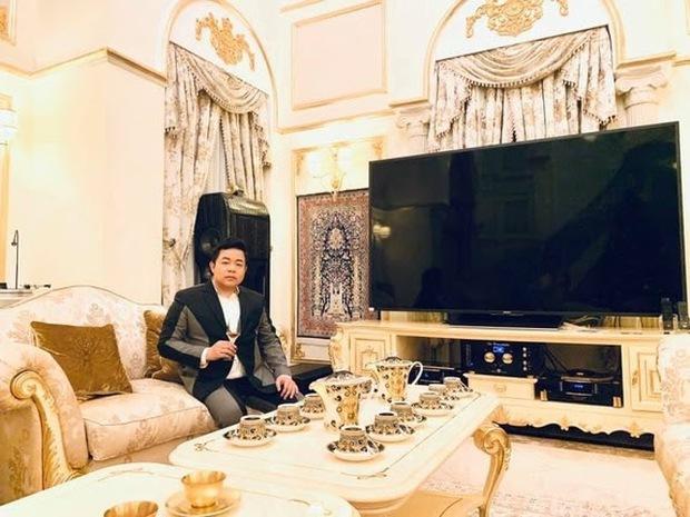 Xỉu ngang với độ giàu có của Quang Lê: Ở biệt thự dát vàng giá trăm tỷ, ăn tôm hùm, mạnh tay vung tiền mua sắm rồi vứt xó - Ảnh 8.