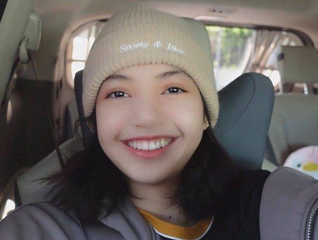 Bóc nhan sắc thật của Lisa ở hậu trường MV solo: Lộ cả 100% mặt mộc, để lộ khuyết điểm lớn dìm nhan sắc - Ảnh 3.