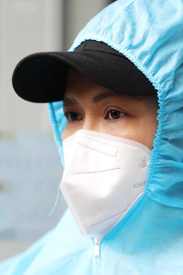 Việt Hương: Chân chồng tôi sưng quá, mưng mủ nhiễm trùng, đi không nổi nữa nên nằm một chỗ rồi - Ảnh 4.