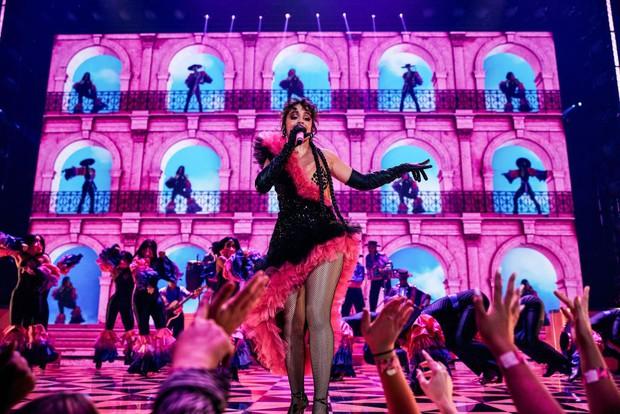 Đôi chim cu hot nhất VMAs 2021: Camila Cabello nhảy sexy đập tan nghi vấn mang thai, Shawn Mendes khoe 6 múi mlem ghê - Ảnh 3.