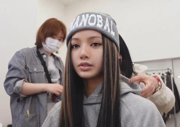 Bóc nhan sắc thật của Lisa ở hậu trường MV solo: Lộ cả 100% mặt mộc, để lộ khuyết điểm lớn dìm nhan sắc - Ảnh 10.
