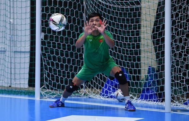 Phối hợp đá phạt ảo diệu, futsal Việt Nam chọc thủng lưới thành công ứng viên vô địch Brazil - Ảnh 13.