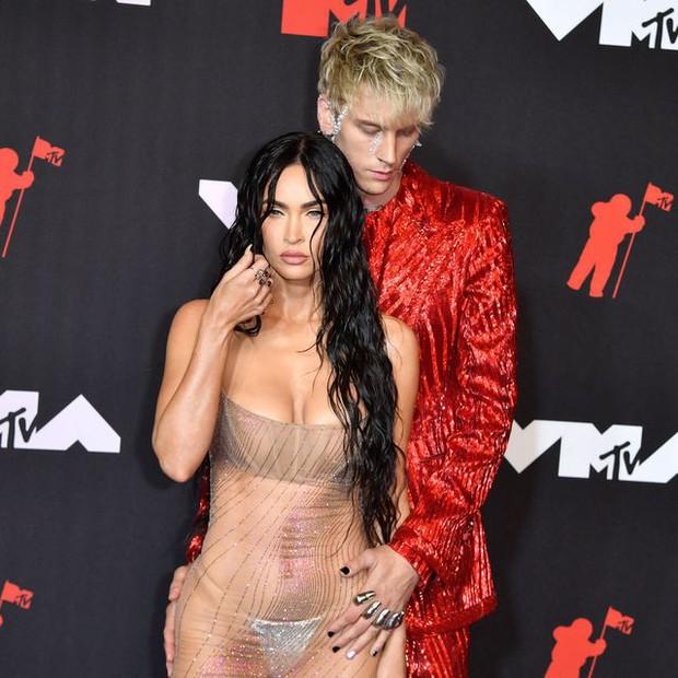 Bom sex Hollywood diện váy xuyên thấu thấy hết bàn toạ, chiếc đầm sexy nhất thảm đỏ là đây? - Ảnh 3.