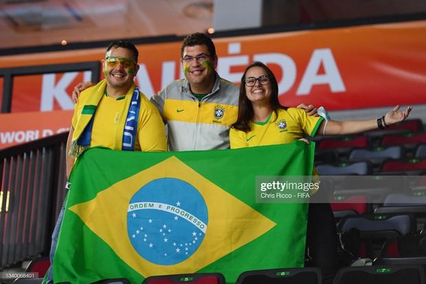Phối hợp đá phạt ảo diệu, futsal Việt Nam chọc thủng lưới thành công ứng viên vô địch Brazil - Ảnh 19.