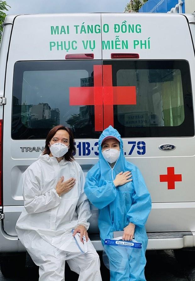 Việt Hương: Chân chồng tôi sưng quá, mưng mủ nhiễm trùng, đi không nổi nữa nên nằm một chỗ rồi - Ảnh 3.