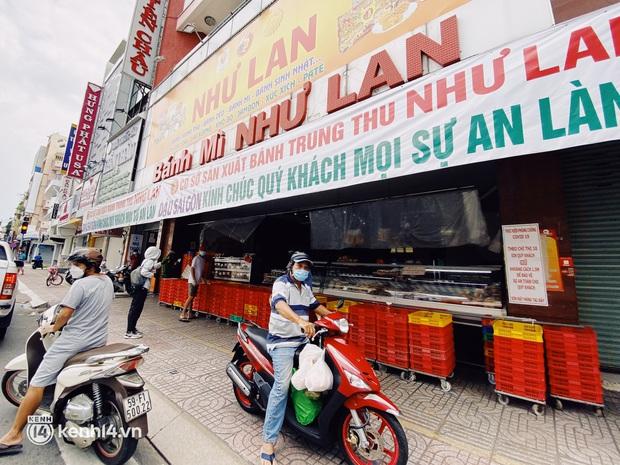 Sài Gòn cho hàng ăn uống mở bán đem về: Chị bán chè sướng run vì bán được 200 ly/ ngày, Như Lan hốt bạc nhờ bán bánh Trung thu - Ảnh 17.