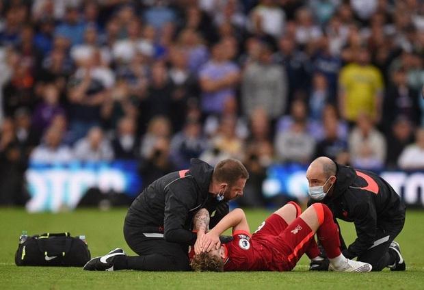 Cư dân mạng sốc nặng, hối hận vì xem lại tình huống dẫn đến chấn thương kinh hoàng của sao trẻ Liverpool - Ảnh 2.