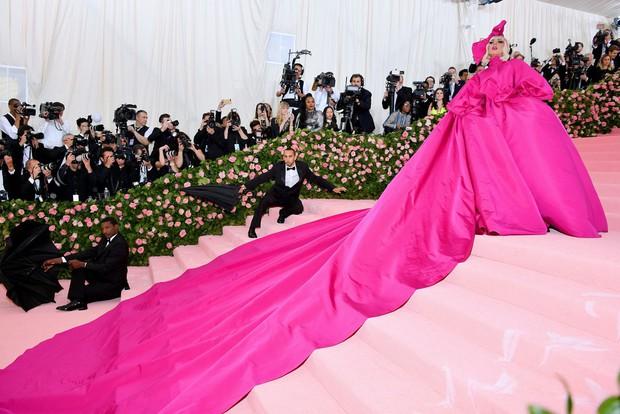 Nữ hoàng thảm đỏ Met Gala: Rihanna - Lady Gaga thi nhau combo độc - dị - lố, choáng nhất là Cardi B phô diễn body với bộ đồ 11 tỷ - Ảnh 32.