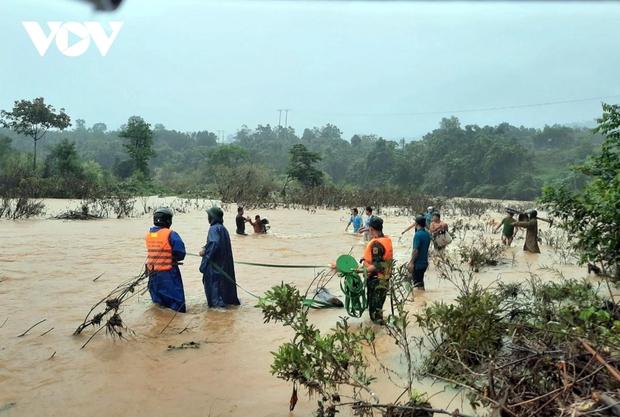 Thừa Thiên Huế: Chưa liên lạc được với 12 người đi rừng ở huyện Nam Đông - Ảnh 1.