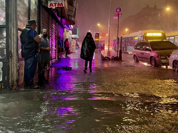 Nhìn lại siêu bão Ida cách đây 2 tuần: Cơn bão lịch sử khiến nước Mỹ lộ ra những cái bẫy chết người - Ảnh 7.
