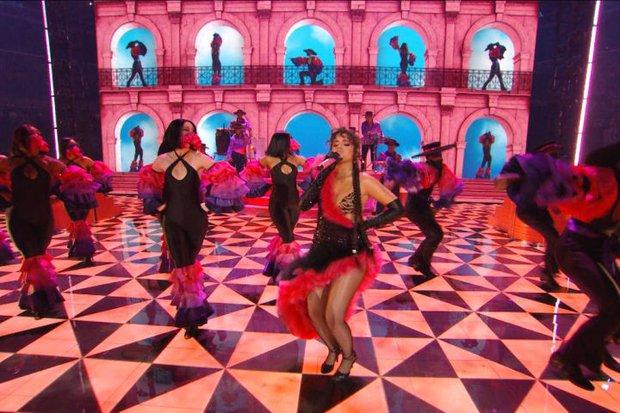 Đôi chim cu hot nhất VMAs 2021: Camila Cabello nhảy sexy đập tan nghi vấn mang thai, Shawn Mendes khoe 6 múi mlem ghê - Ảnh 5.