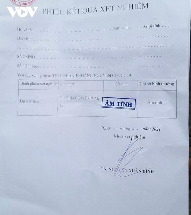 Điều dưỡng phòng khám bán 130 phiếu âm tính SARS-CoV-2 để trống thông tin người xét nghiệm - Ảnh 2.