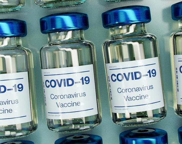 Thu lời hàng chục tỷ USD nhưng Pfizer, Moderna lại phớt lờ nhà khoa học tạo nên thành công cho vaccine Covid-19 - Ảnh 3.