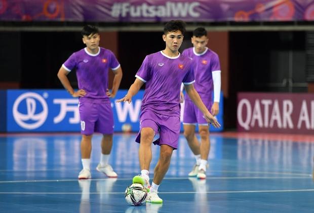 Phối hợp đá phạt ảo diệu, futsal Việt Nam chọc thủng lưới thành công ứng viên vô địch Brazil - Ảnh 20.