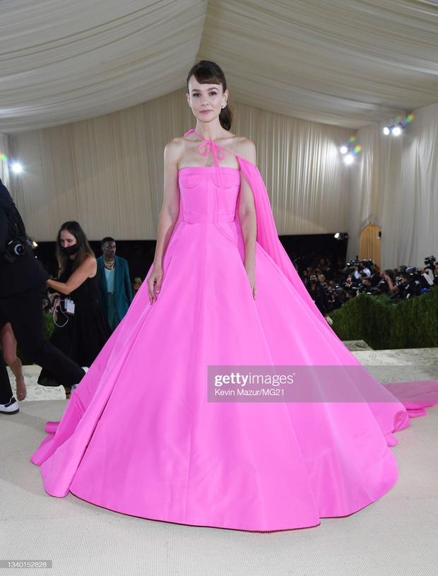 Met Gala 2021: Rosé được chính GĐ sáng tạo Saint Laurent hộ tống đi thảm đỏ, CL mặc gì thế này? - Ảnh 14.