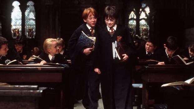 6 sự thật té ngửa ở hậu trường Harry Potter: Phần 5 phải dừng quay vì Hermione và Harry, tạo hình Voldemort suýt nữa thì khác - Ảnh 1.