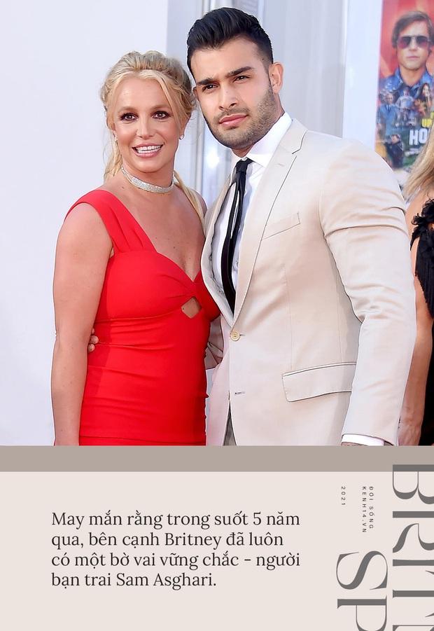 Britney Spears đính hôn cùng Sam Asghari: Tình yêu không cứu giúp nhưng sẽ nắm tay trong lúc bạn tự cứu chính mình - Ảnh 1.