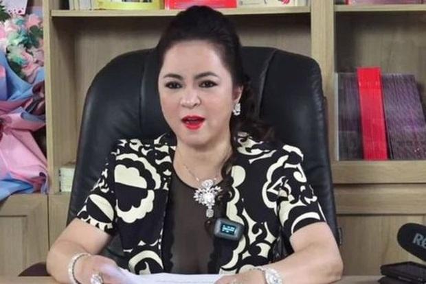 Bà Phương Hằng tuyên bố dừng livestream sau 6 tháng khẩu chiến và loạt nghệ sĩ Vbiz bất ngờ thông báo dừng việc thiện nguyện - Ảnh 1.