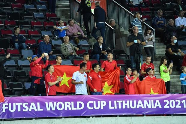Phối hợp đá phạt ảo diệu, futsal Việt Nam chọc thủng lưới thành công ứng viên vô địch Brazil - Ảnh 5.