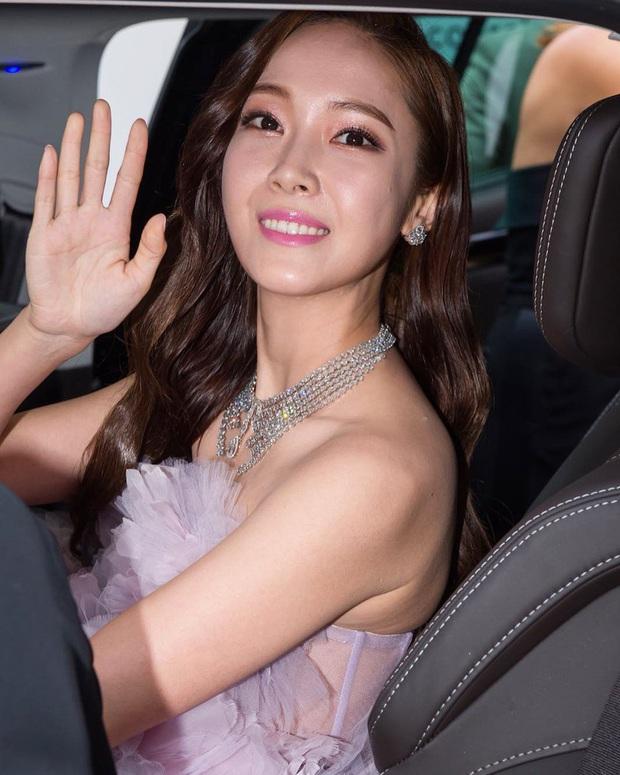 Phóng viên bóc nhan sắc mỹ nhân Kpop ở sự kiện quốc tế: Rosé lộ khuyết điểm, Jessica - Krystal dừ chát, riêng Jennie và Suzy khác hẳn - Ảnh 9.
