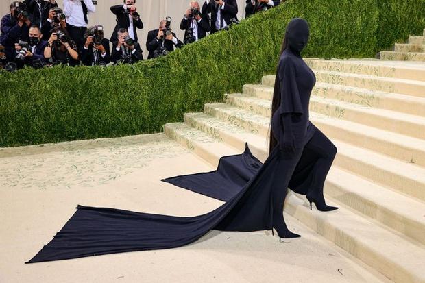 Nước Mỹ của Kim Kardashian là cái bóng của Kendall hay hung thủ trong Conan? - Ảnh 2.