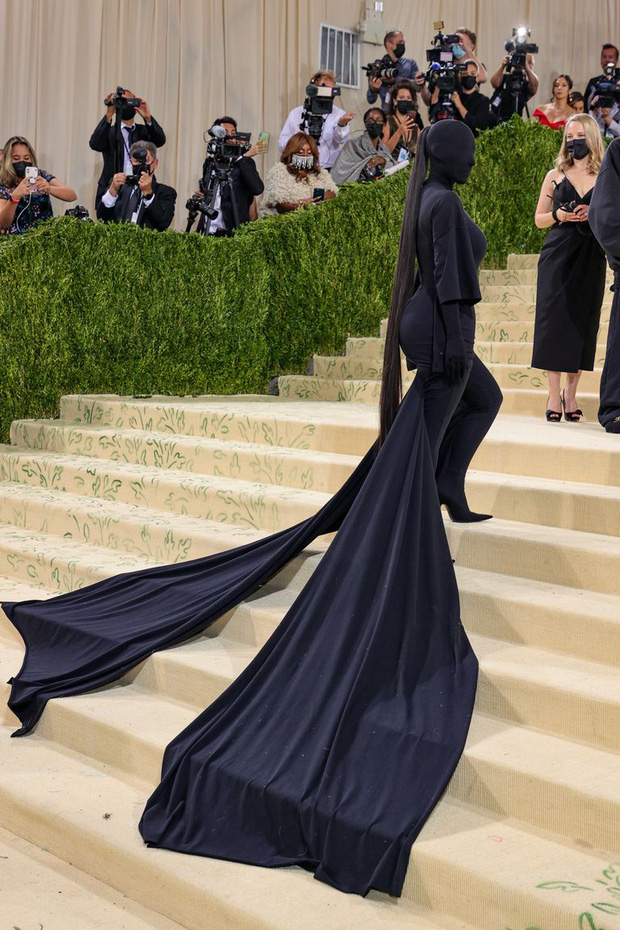 Nước Mỹ của Kim Kardashian là cái bóng của Kendall hay hung thủ trong Conan? - Ảnh 3.